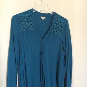Beautiful large Eyeshadow teal blouse 100%rayon